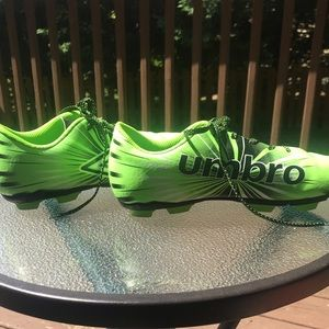 UMBRO Soccer Cleats Size 5 NEON GREEN💚